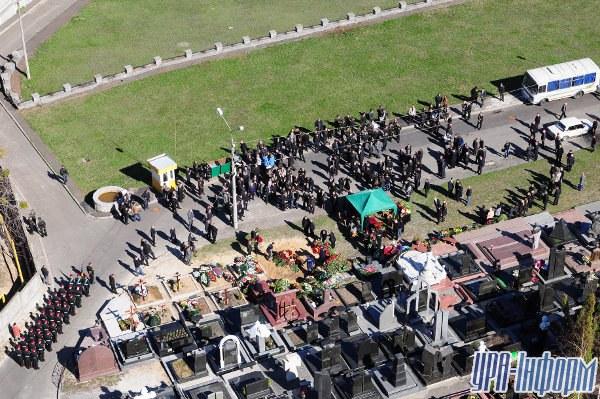 Общий вид похорон депутата Николая Лисина